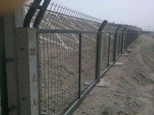 铁路桥下防护栅栏 (1).jpg