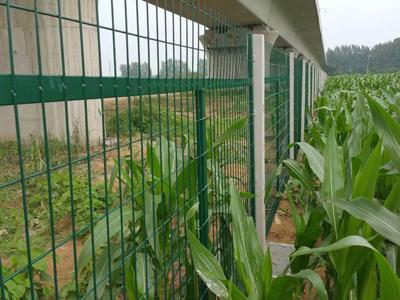 铁路线路防护栅栏 (2).jpg