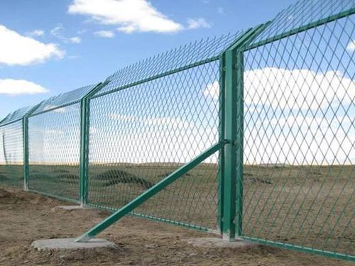 钢板网铁路防护栅栏(1).jpg