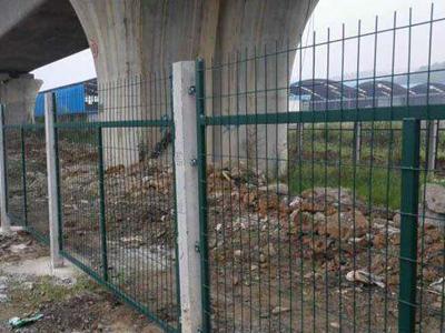 铁路线路防护栅栏 (3).jpg