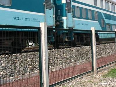 铁路线路防护栅栏 (1).jpg